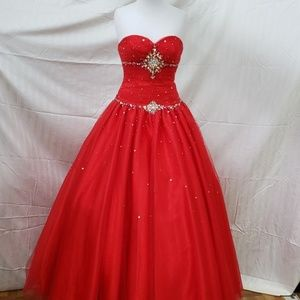 Sweetheart red tulle ballgown Tiffany designs